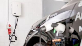Auto électrique: quelle technique de recharge?