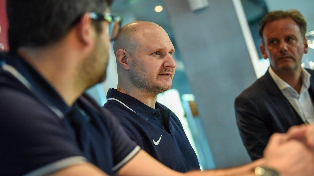 Alain Dubois (à droite), président du HCC, n'a pas pu attendre davantage avant de décider se séparer de son entraîneur Mikael Kvarnström.