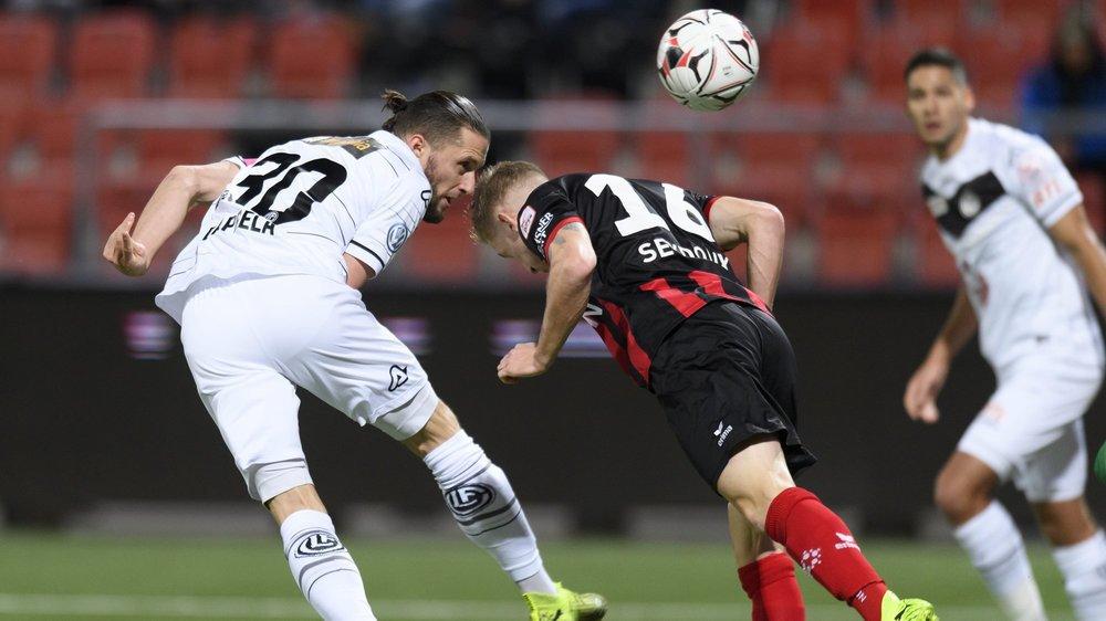 Pas de vainqueur dans le duel entre Fabio Daprela (en blanc) et Léo Seydoux.