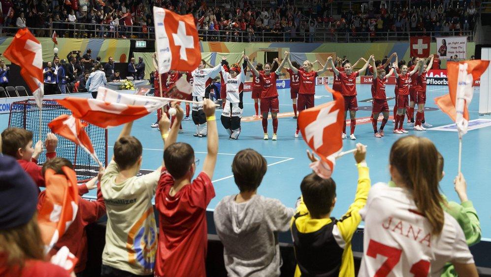 Après les exploits de l'équipe féminine suisse de unihockey la semaine dernière à Neuchâtel, le nombre de pratiquants de ce sport dans le canton pourrait augmenter à condition qu'ils aient des salles où s'entraîner.