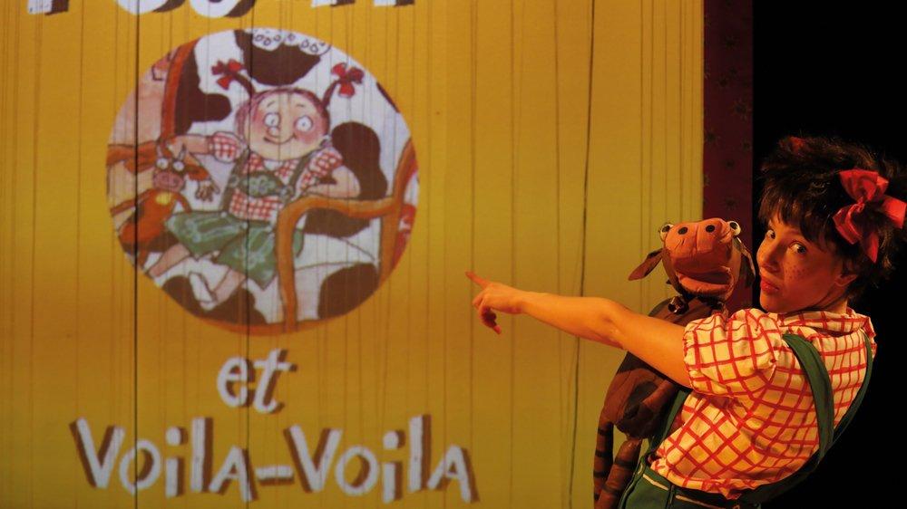 Petchi est de retour avec son doudou Voilà-Voilà.
