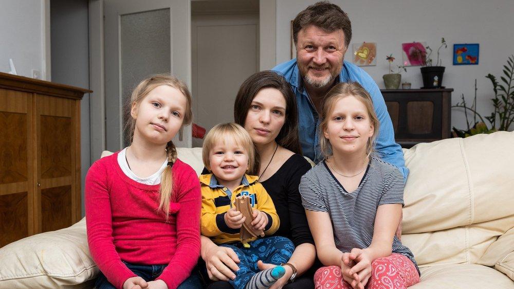 Yaroslav Ayvazov et Vira Korolova entourés par leurs enfants Alexandra, Andrei et Varvara (de gauche à droite).