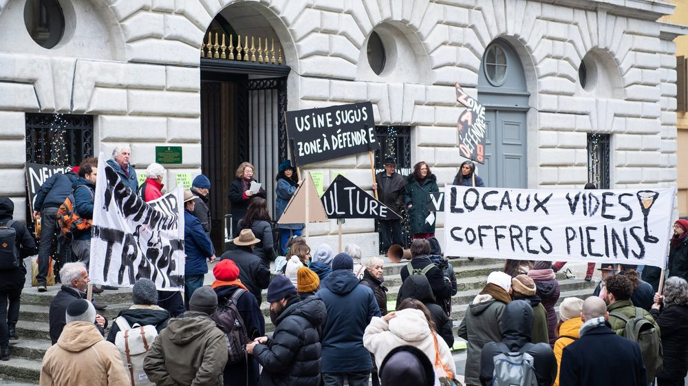 Le 30 décembre dernier, les acteurs socioculturels de l'Usine 5 ont déposé une pétition munie d'environ 4000 signatures à la chancellerie de la Ville de Neuchâtel.