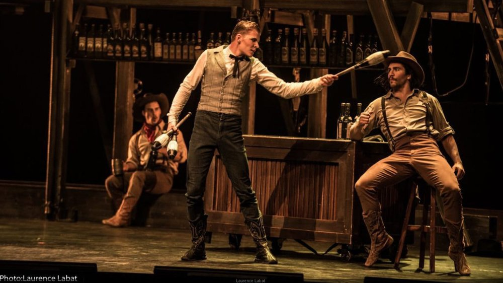 """Danse, musique country et acrobaties sont au menu de """"Saloon""""."""