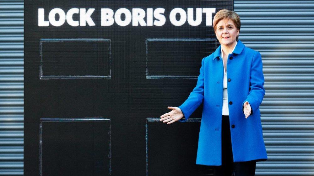 «Cadenassez Boris!» La première ministre écossaise, Nicola Sturgeon, mène campagne sur un ton virulent, anti-Brexit...