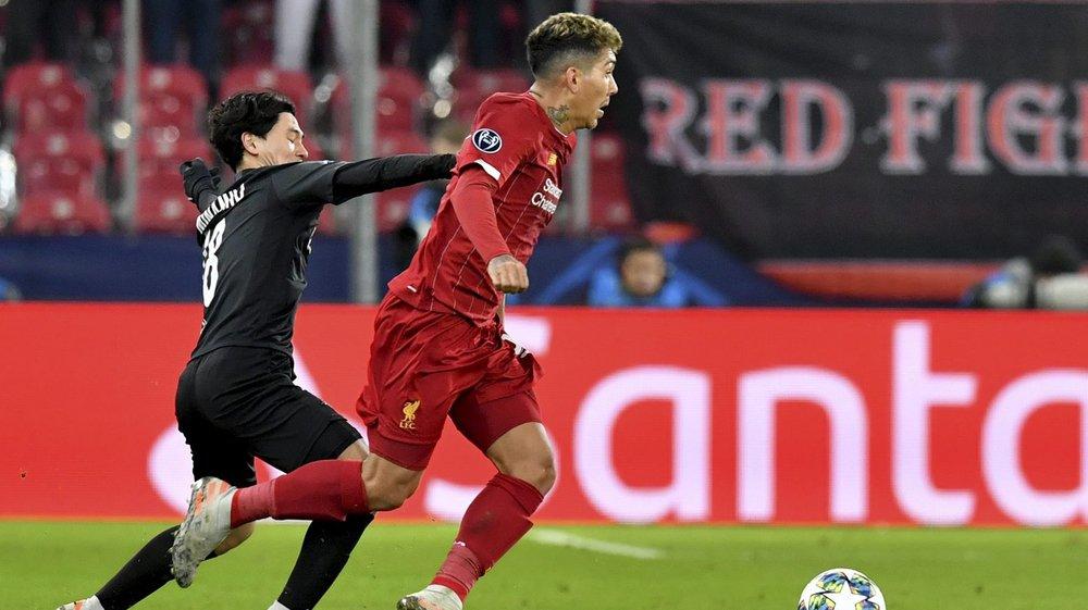 Après s'être qualifiés en Ligue des champions, Roberto Firmino (à droite, opposé à Takumi Minamino, de Salzbourg, lors du match d'hier soir) et Liverpool chercheront leur premier sacre mondial à Doha.