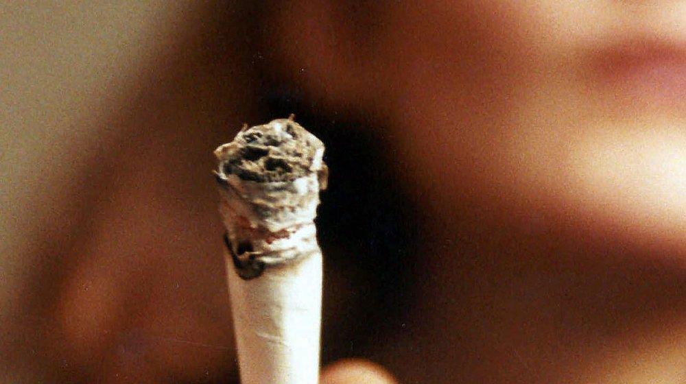 Le Conseil fédéral veut pouvoir mieux comprendre la consommation  de cannabis à des fins récréatives.