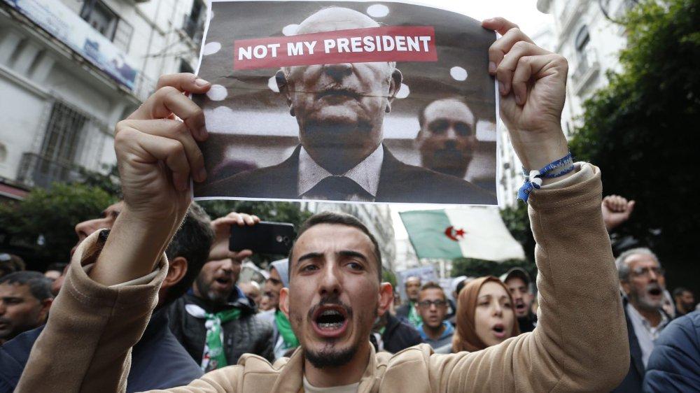 Mobilisation massive contre l'élection du président.