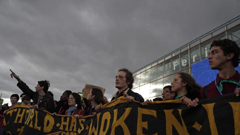 Des étudiants ont manifesté, hier, devant le congrès de la COP25, à Madrid.
