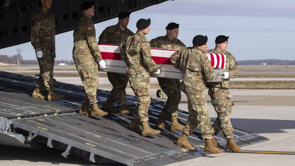La mort d'un soldat américain, le sergent-chef Michael James Goble, dimanche lors d'un raid en Afghanistan, suivie de son exploitation par les insurgés sur les réseaux sociaux, illustre la dérive d'une «longue guerre» de dix-huit ans, depuis longtemps perdue aux yeux de l'opinion américaine.