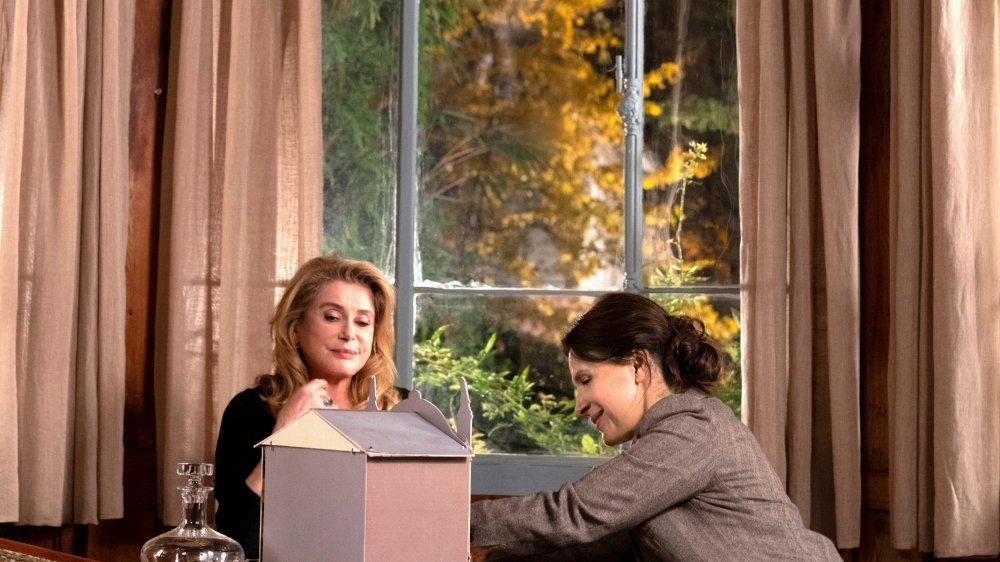 Lumir tente  de renouer avec  sa mère Fabienne, une actrice  perpétuelle…