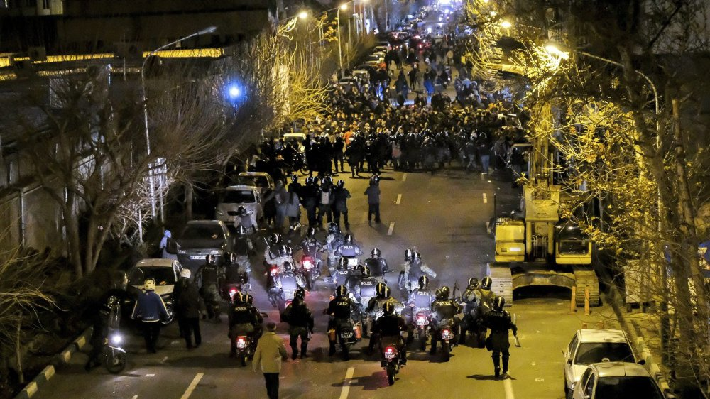Des manifestations accusent depuis samedi soir les autorités d'avoir menti à la population.