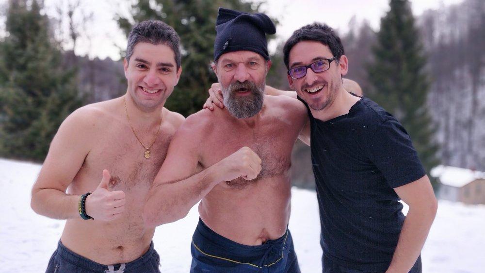 """Arthur Taniyelyan et Xavier Riou entourent le Néerlandais Wim Hof, surnommé """"Iceman""""."""