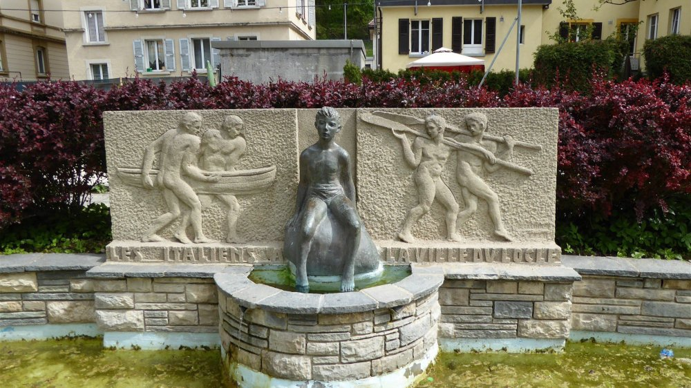 La fontaine réalisée par Pietro Galina, offerte par la communauté italienne aux Loclois, pour les remercier de leur accueil.
