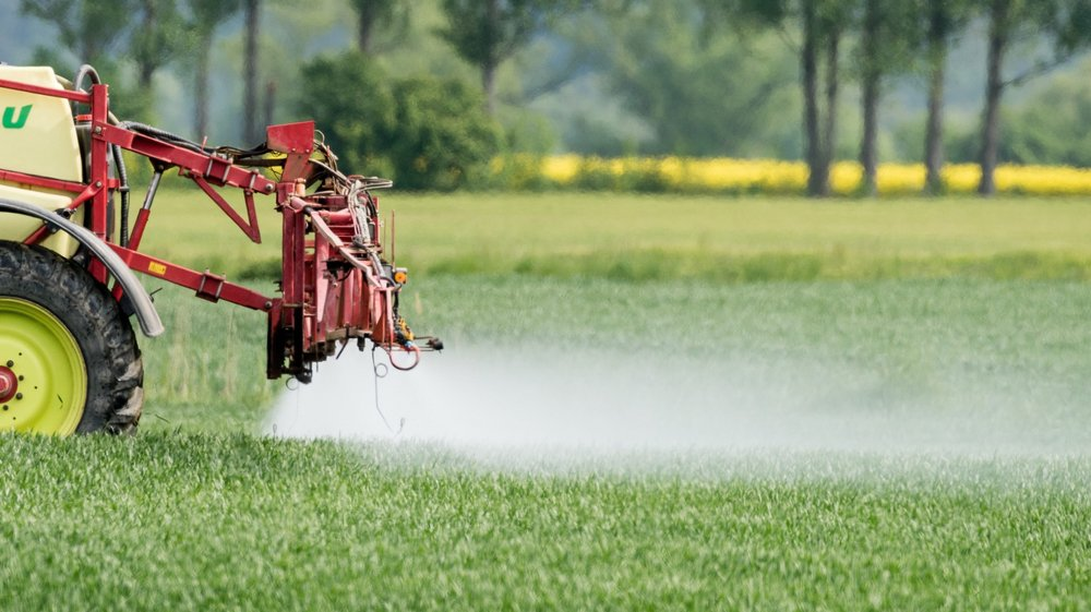 L'interdiction des pesticides est une compétence de la Confédération.