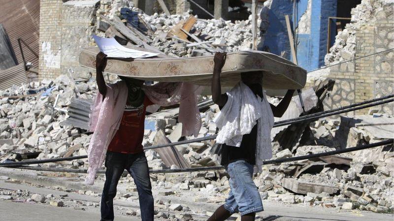 La désolation est totale en Haïti. Le  séisme de 2010 a fait plus de 300 000 morts et plus de 250 000 maisons ont été détruites.