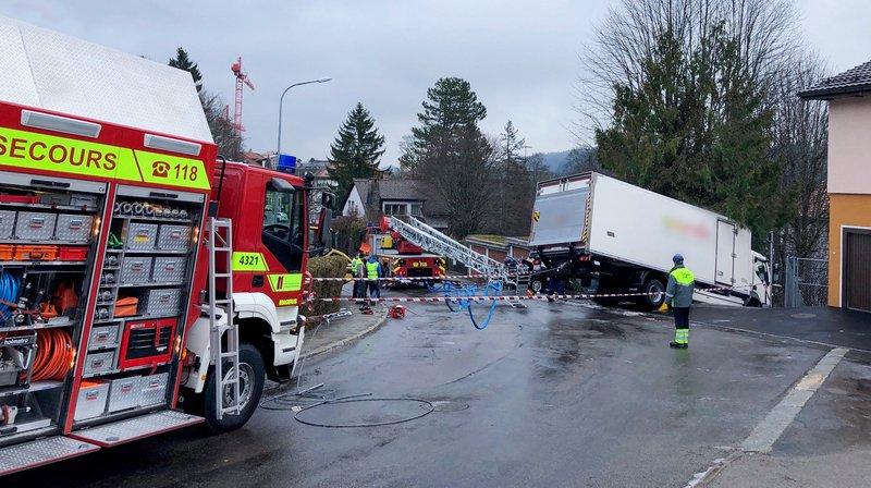 A La Chaux-de-Fonds, un camion a terminé sa course dans l'escalier de la Capitaine dans le quartier de la Charrière.