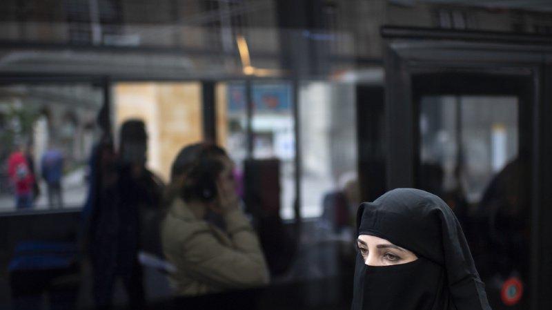 Interdiction de la burqa: le National soutient le contre-projet du Conseil fédéral