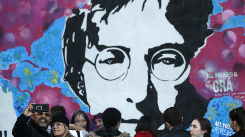 Enchères: les lunettes rondes de John Lennon vendues 180'000 francs