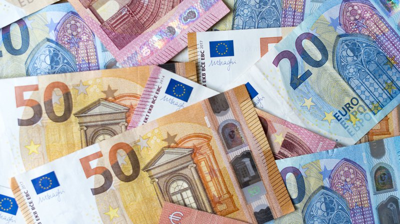 Allemagne: il trouve un sac avec 16'000 euros à l'intérieur et le confie à la police