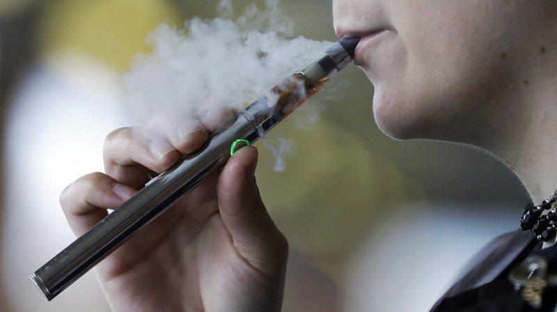 Etats-Unis: interdiction partielle des e-cigarettes