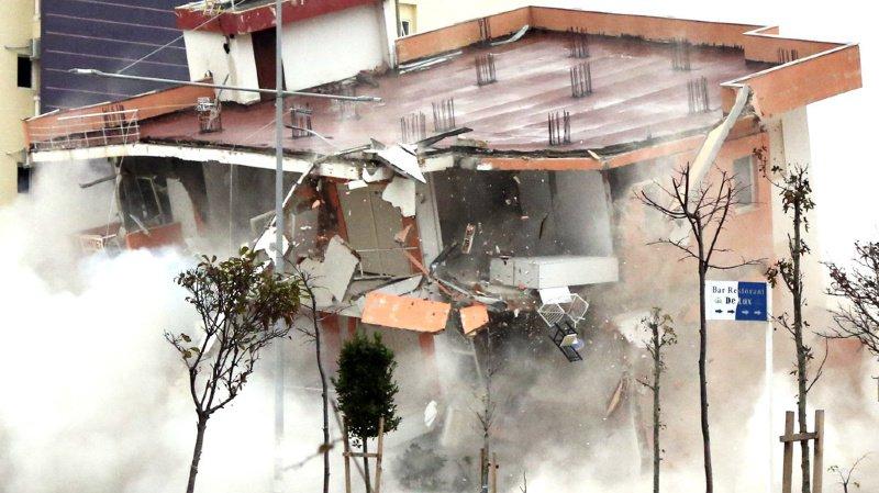 Les villes de Dürres, localité touristique de 400'000 habitants sur la côte Adriatique, et Thumane, au nord de Tirana, avaient été durement frappées le 26 novembre (ILLUSTRATION)