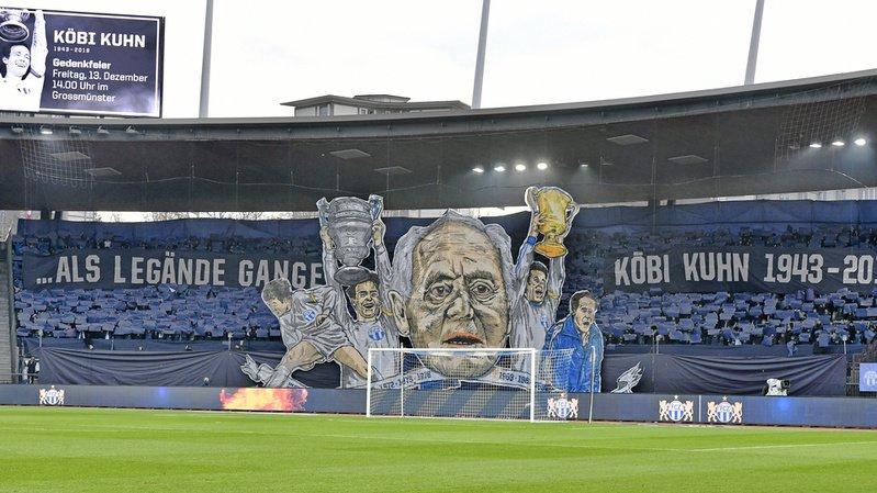 Le magnifique tifo des fans zurichois en mémoire de Köbi Kuhn.