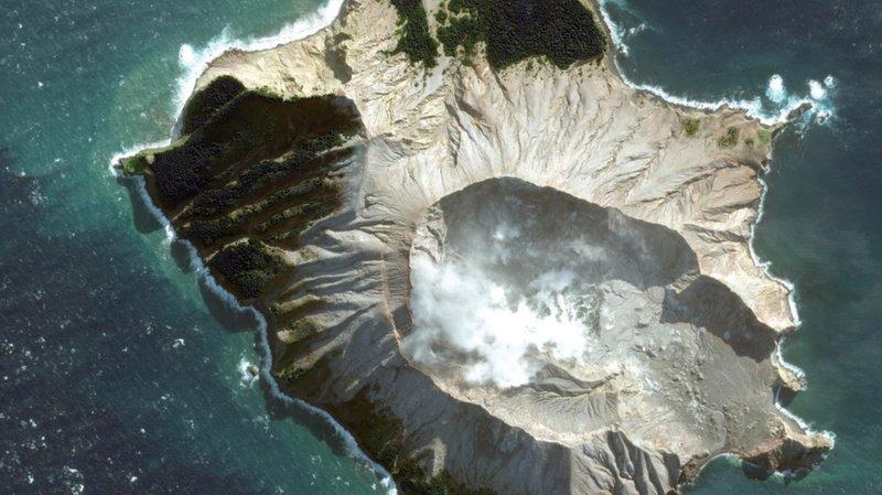 Eruption d'un volcan en Nouvelle-Zélande: cinq morts et huit personnes disparues présumées décédées