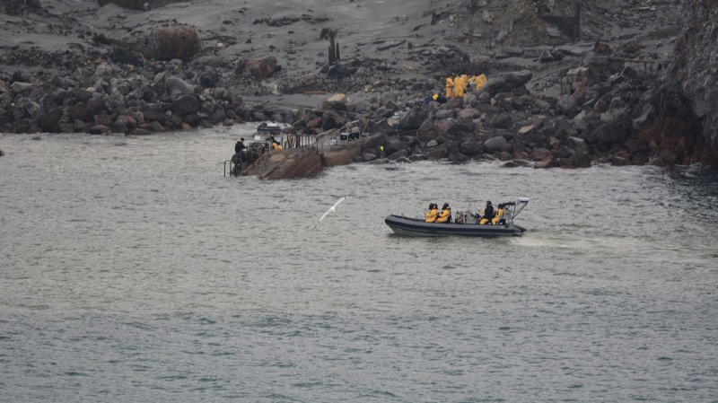 Les forces de l'ordre ont mis fin aux opérations de sauvetage après l'éruption du volcan de White Island qui a fait 19 morts. Une équipe des forces spéciales avait réalisé une opération risquée pour récupérer certains corps.