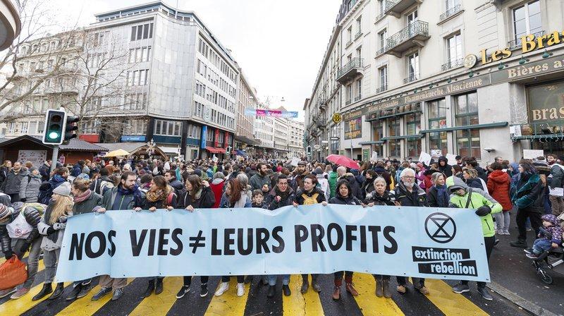 Lausanne: 500 militants et sympathisants d'Extinction Rebellion bloquent la rue Centrale