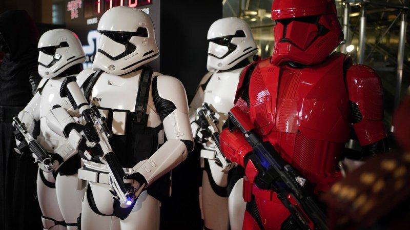 """Le dernier opus de la saga """"Star Wars"""" poursuit sa razzia sur territoire nord-américain"""