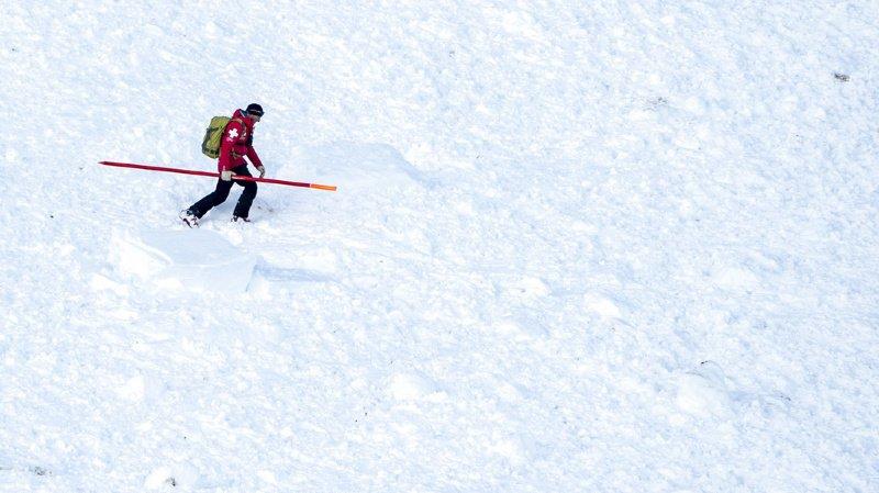 Valais: une avalanche ensevelit un randonneur