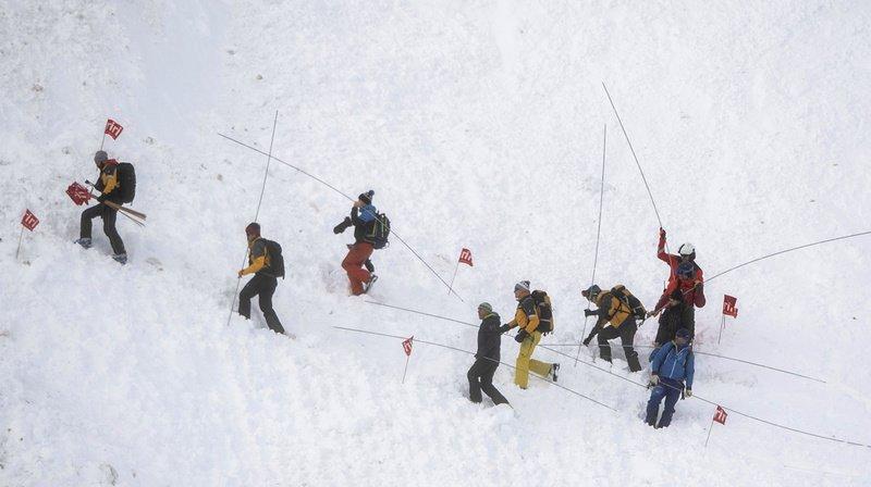 La neige s'est stabilisée et la piste est désormais considérée comme sûre.