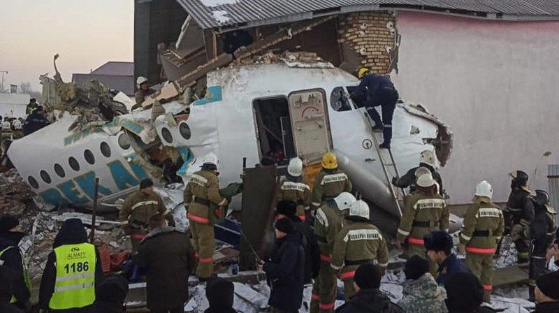 L'appareil, un Fokker-100 de la compagnie locale à bas coût Bek Air, est tombé une quinzaine de minutes après son décollage à 07h05 de l'aéroport d'Almaty.