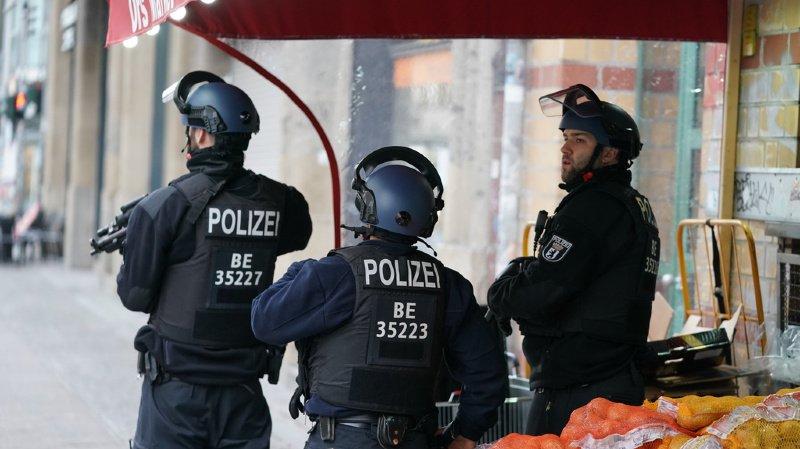 La police a mené une vaste opération en centre-ville.