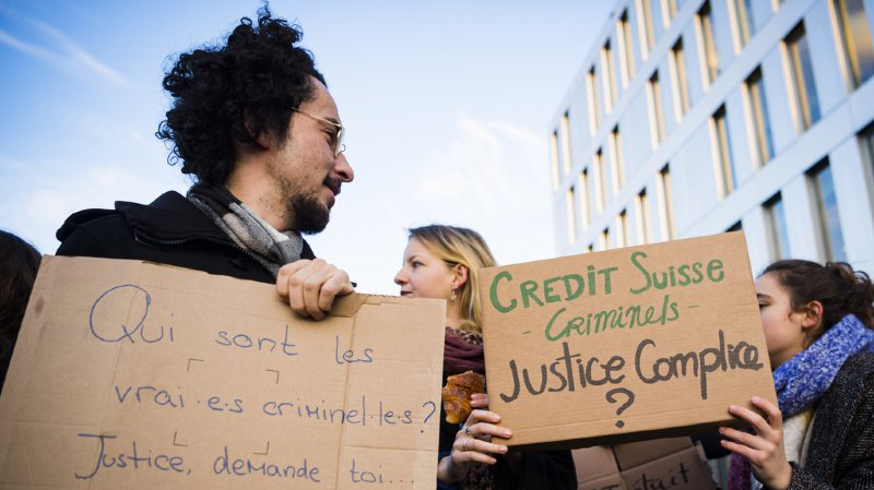 La banque est critiquée par les militants écologistes.