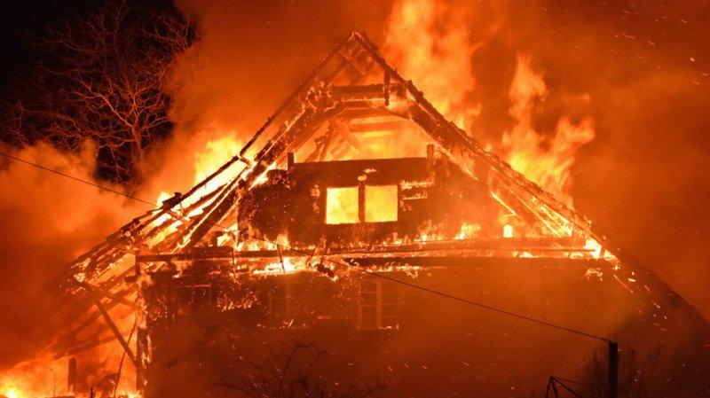 Lucerne: un incendie a entièrement détruit une ferme à Neudorf