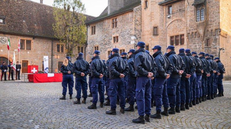 Les 51 aspirants de la volée 2020 dans la cour du Château de Colombier.