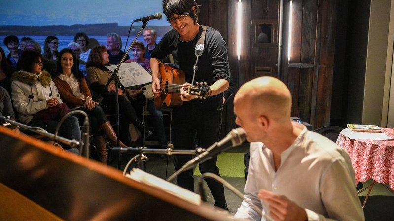 Marc Aymon à la guitare, Jérémie Kisling au piano.