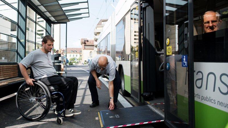 Les communes neuchâteloises ont quatre ans pour mettre aux normes 700 arrêts de bus