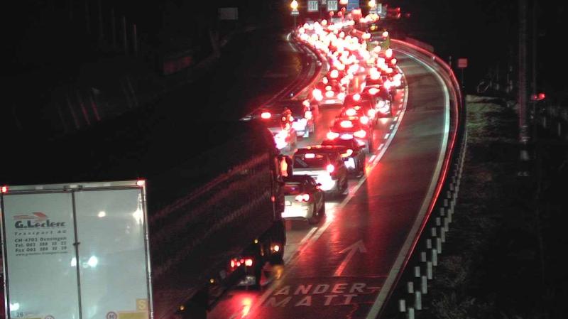 L'axe nord-sud sur l'A2 au niveau du tunnel du Gothard est encombré par le trafic.