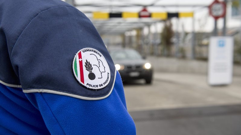 La Fleurisanne, blessée, a été transportée à l'hôpital Pourtalès, précise la police cantonale neuchâteloise dans un communiqué transmis mardi soir.