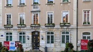 Les flingues quittent l'hôtel de ville de La Chaux-de-Fonds