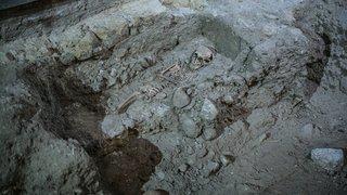 Neuchâtel: des dizaines d'ossements découverts dans le bâtiment de la Collégiale.