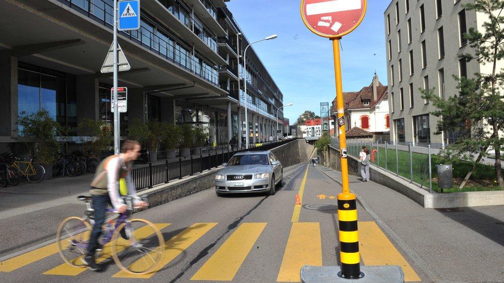 Depuis l'été 2007, la rue du Crêt-Taconnet est en sens unique à la montée.