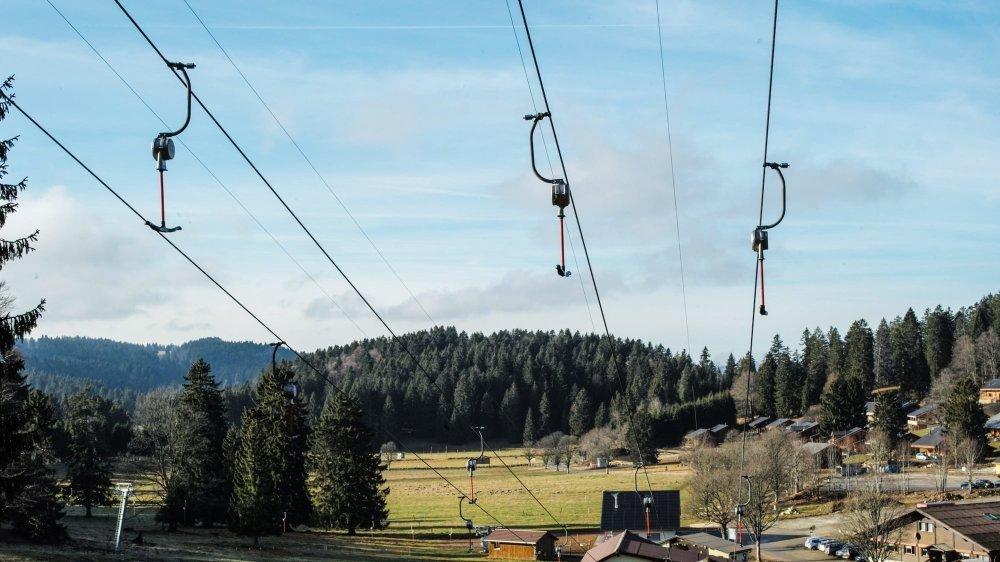 Les Bugnenets sans neige, une scène souvent vécue cet hiver.