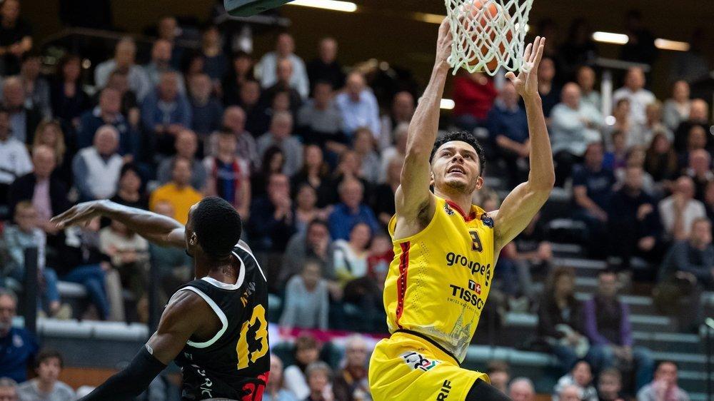 Yoan Granvorka au dunk, ici face à Lugano. La jeunesse unioniste a encore une fois montré l'étendue de son talent ce dimanche.