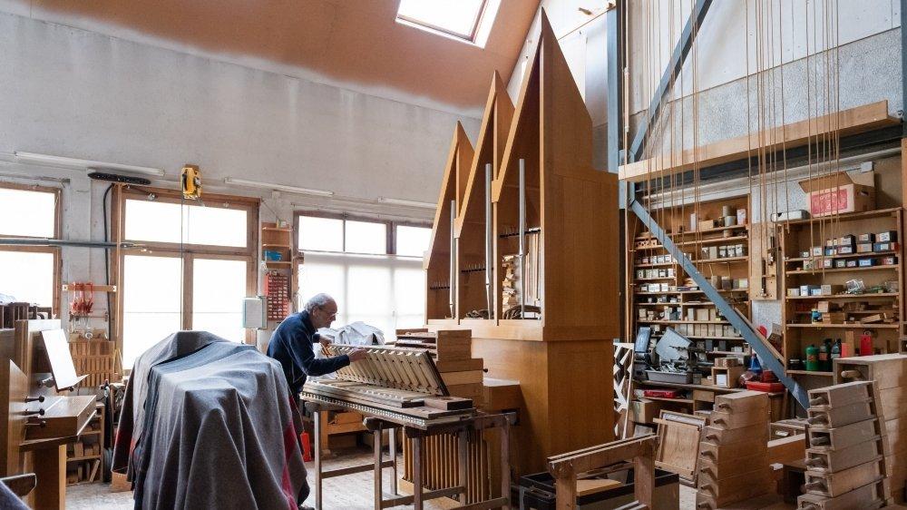 Passionné par son travail, Alain Aeschlimann a été le premier apprenti de Joseph Neidhart, fondateur de l'atelier de facture d'orgues de Saint-Martin en 1963.