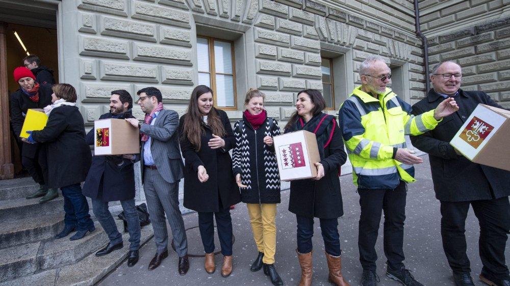 Les signatures ont été récoltées en dix mois seulement, s'est réjoui le comité d'initiative, hier, devant la Chancellerie fédérale.