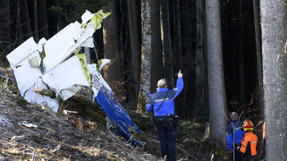 L'avion s'est écrasé à la hauteur d'une pente raide du domaine skiable des Pléiades, en lisière de forêt et bordure d'une piste de ski fermée. sur la commune de Saint-Légier - La Chiésaz.